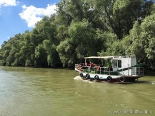Barci de Excursii lente in Delta Dunarii